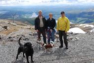Martin, Claes och Anna på Åreskutans topp, midsommarafton