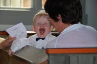 Noel (Jennis brorson) hade roligt i kyrkan!
